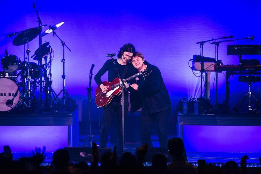 """James Bay & Lewis Capaldi Perform """"Let It Go"""" and """"Someone"""