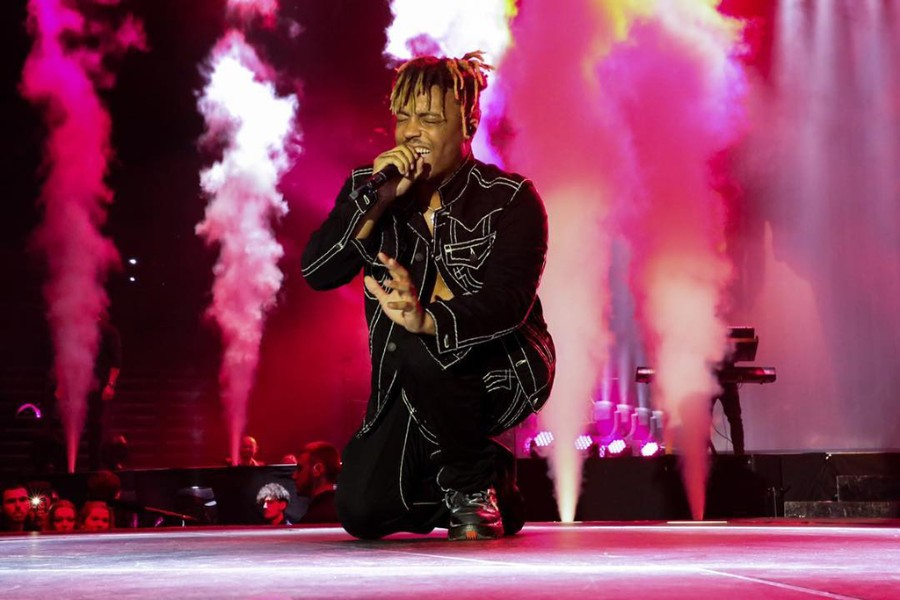 """Juice WRLD Premieres New Music Video for """"Fast"""", Performs"""